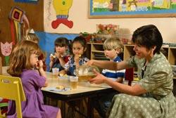 Children-Eating-School